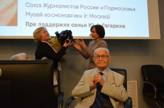 Кинокамера, первая запечатлевшая прибывшего из космоса Гагарина, передана  Промсвязьбанком в дар музею